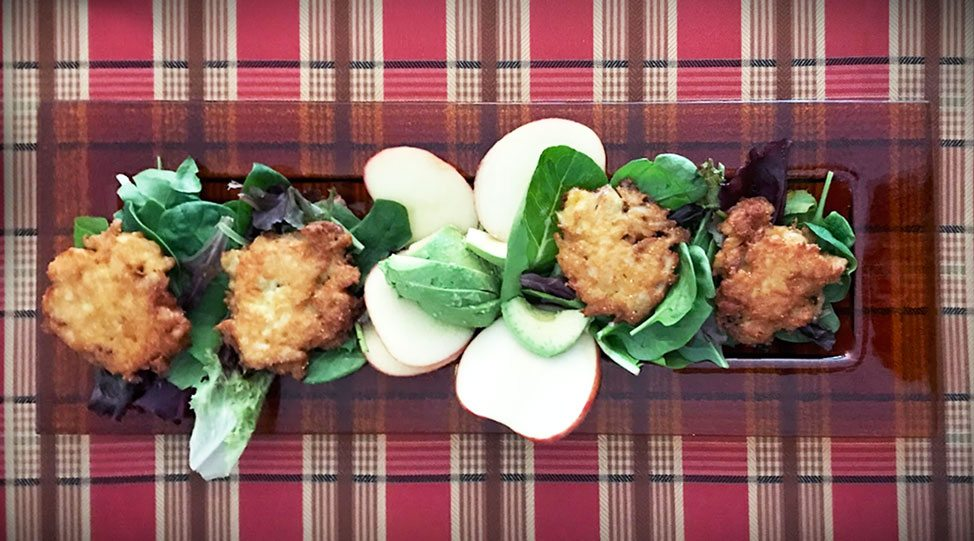 summer salad recipe with gluten free crab cakes and apples